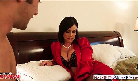 Kelly Morgan có gai sec xi một chiếc váy mới và được khỏa thân